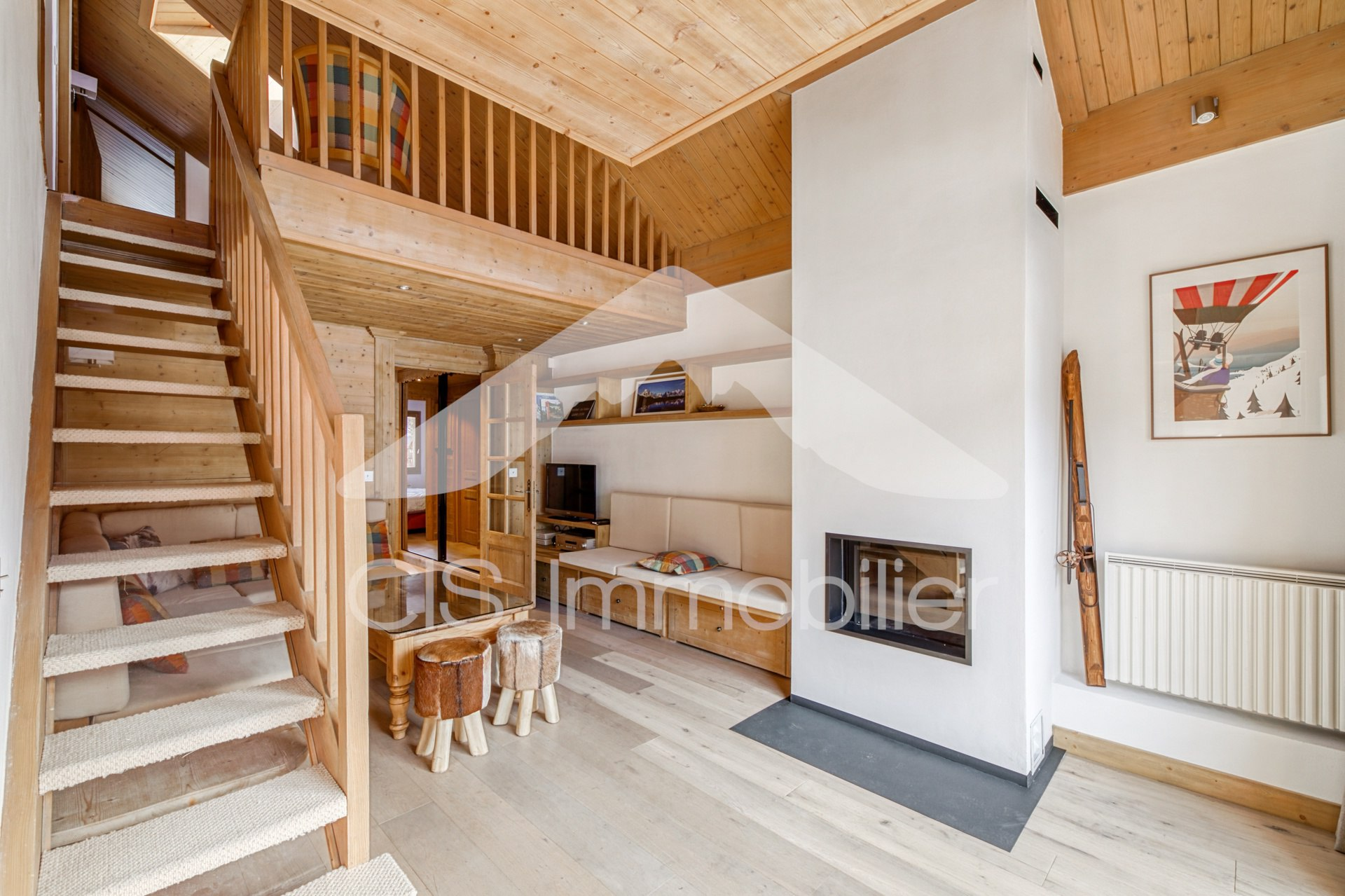 Sunny ski in/ski out apartment in the center of...